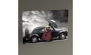 WOMEN DRESSED İN PURPLE AND CAR